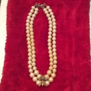 Beautiful two strand vintage pearl necklace
